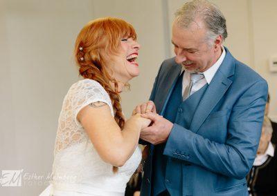 Plezier tijdens bruiloft gemeentehuis Blaricum