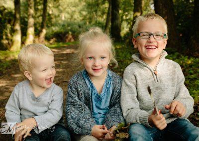 Vrolijke familiefoto in het Reeuwijkse Hout nabij Gouda Woerden Leiden Den Haag Rotterdam